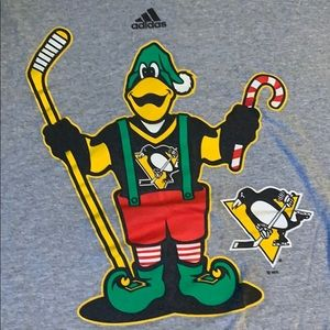 Pittsburgh Penguins Christmas T-shirt size XL